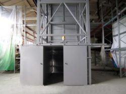 подъемник в металлокаркасной шахте